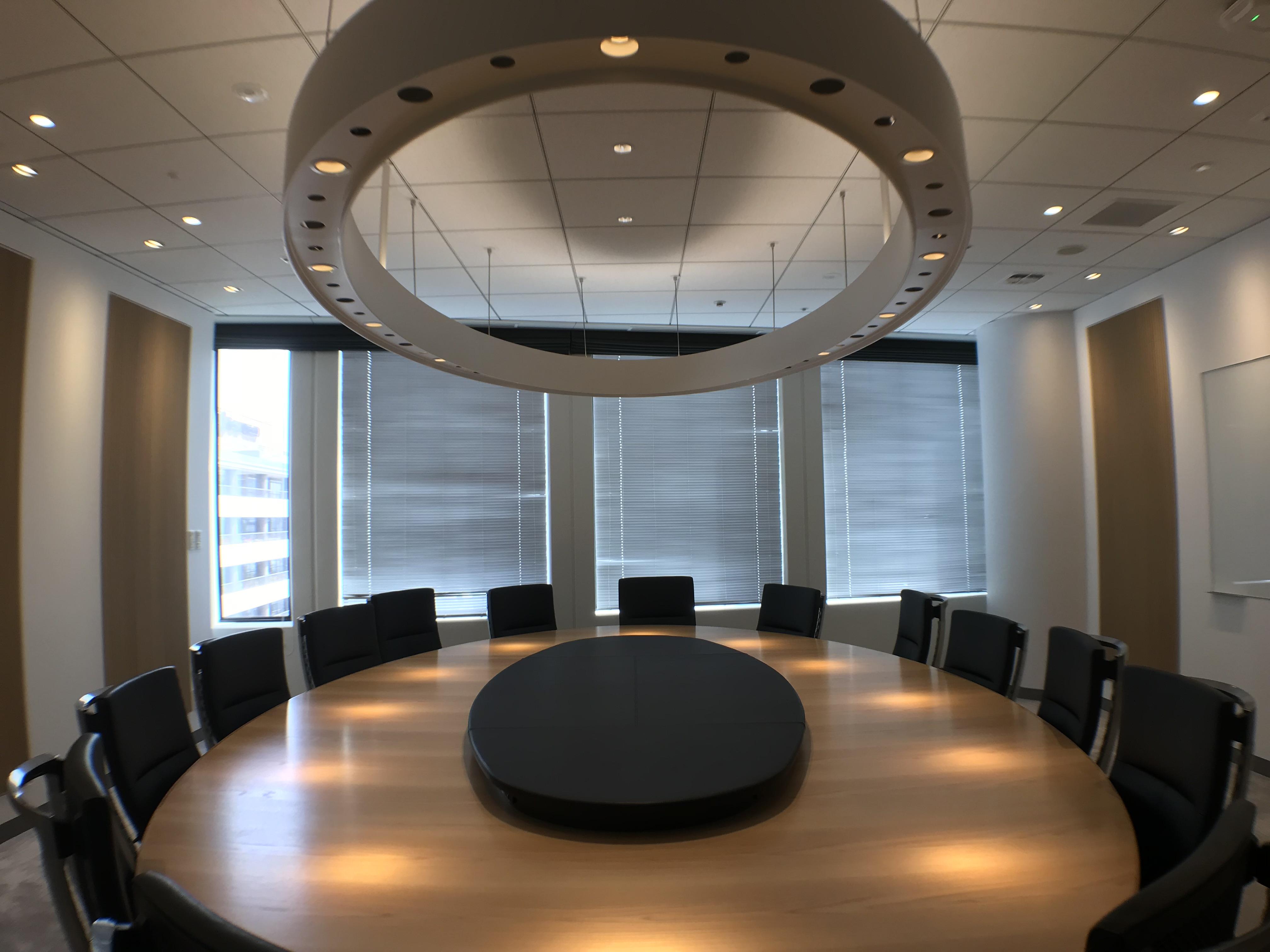 六本木ヒルズ 森タワー 11階会議テーブル